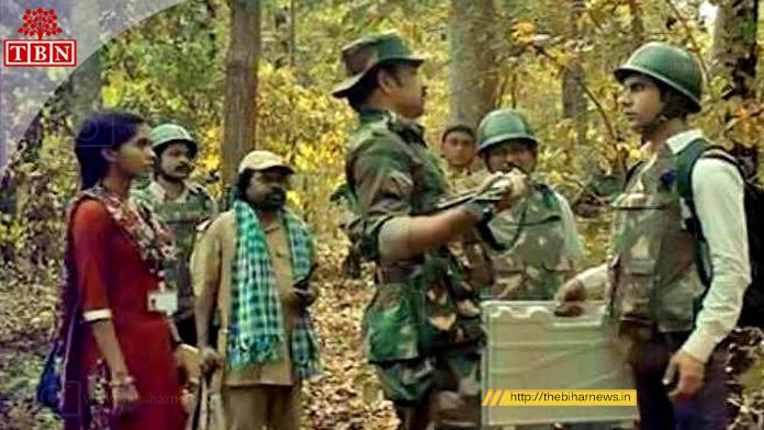 """Pankaj Tripathi with Rajkumar Rao in the movie """"Newton"""""""