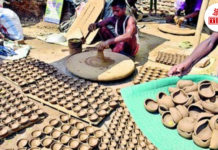 Kumhaars making Eco friendly Diya | The Bihar News