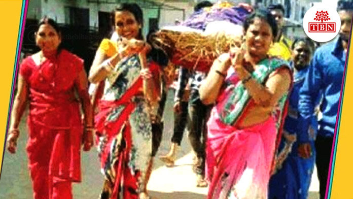 thebiharnews-in-national-funeral-of-beggars-by-women-in-rajnandgaon
